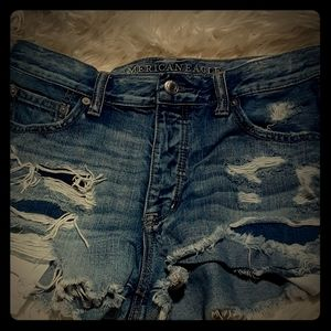 American eagle distressed high rise short